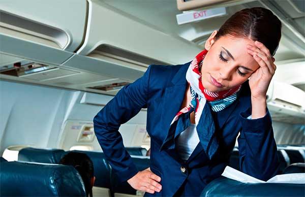 Уставшая стюардесса