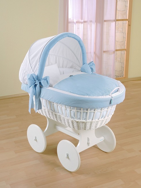 Детская кроватка с колесами